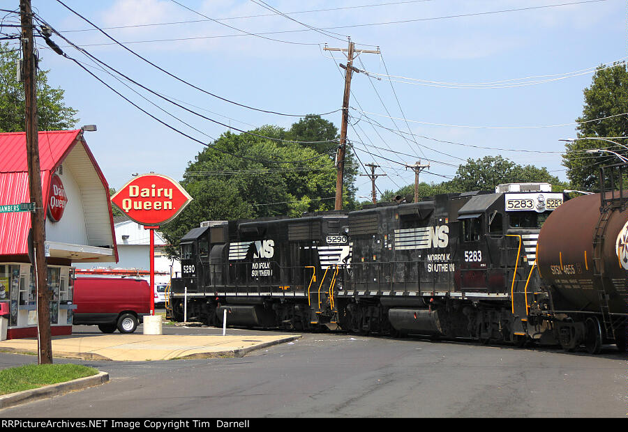 NS 5283, 5290 head back to Morrisville Yard across Delmorr Ave.